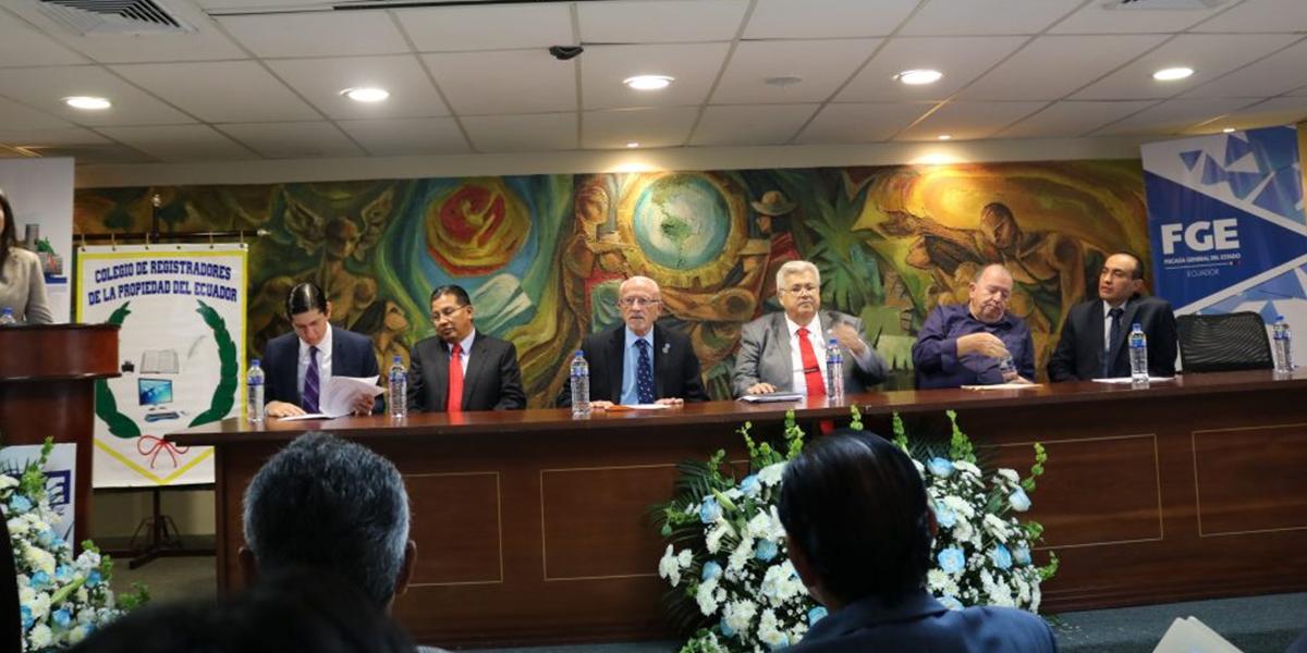 LA ORGANIZACIÓN DE LOS REGISTROS PARA EL SIGLO XXI